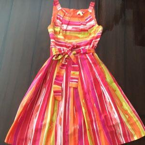 Dresses & Skirts - Stunning classic midi dress. Size 6